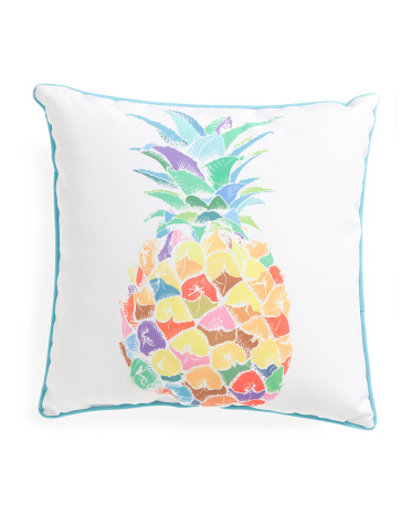 This indoor/outdoor pillow is a perfect addition to my pineapple decor collection!