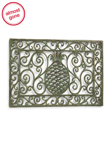Add pineapple decor to your front porch with this simple door mat!