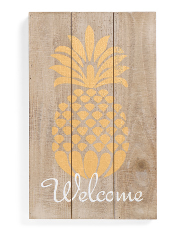 I love this sign!! Perfect pineapple decor for the summer!