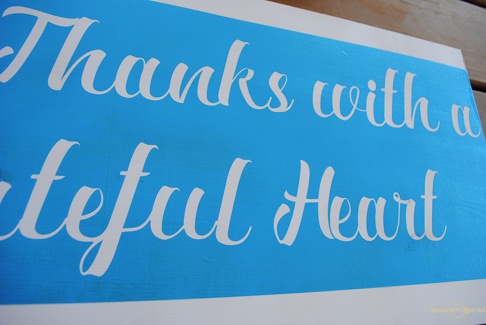 Making a farmhouse sign with a cricut explore air 2 is easy peasy!